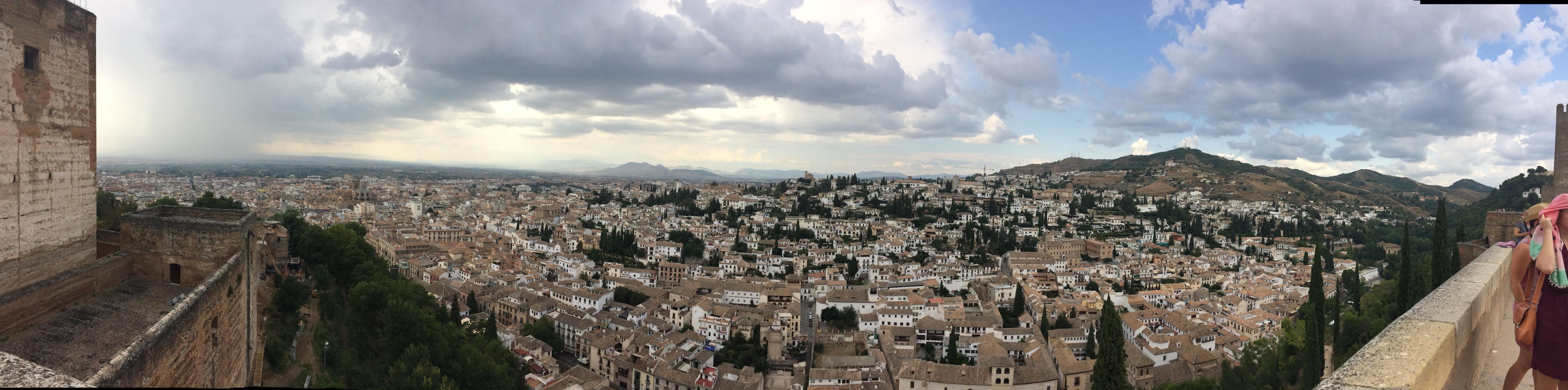 Blick von der Alcazaba auf Granada