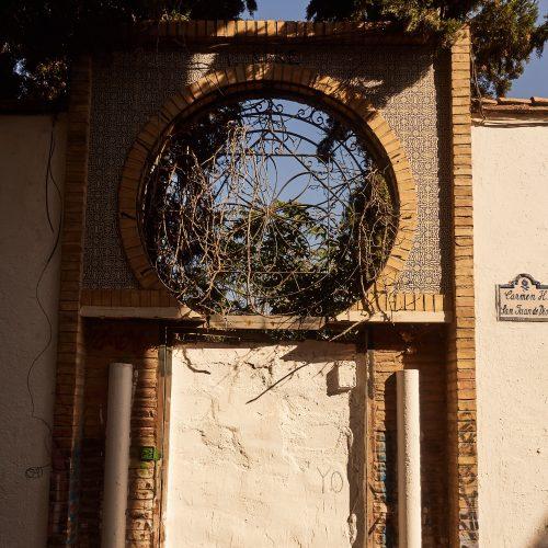 Zugemauerter Zugang zu einem Garten