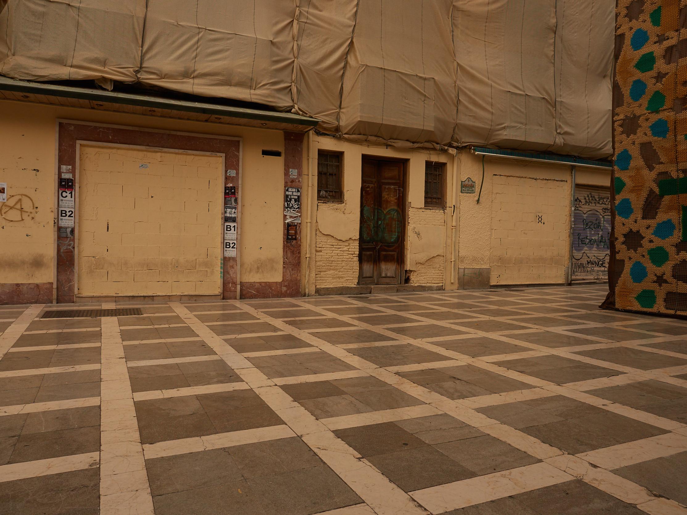 Trauriger Anblick am Plaza Nueva ohne John's Bilder (2018)