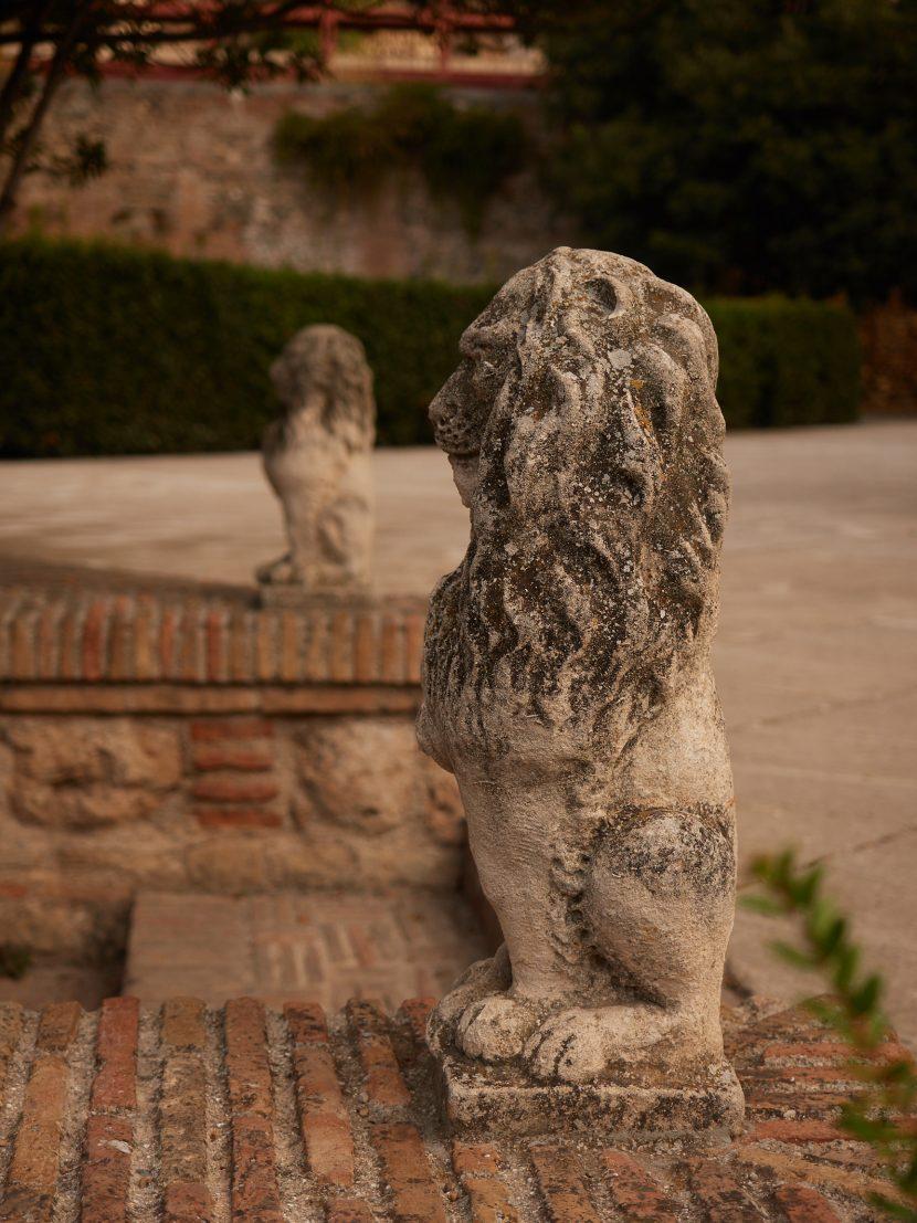 Löwenstatuen vor dem Palacio de los Cordova
